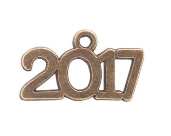 10 pieces - 2017 year charm pendant - Class of 2017 charm, Antique Bronze -  RTS - Ready to ship
