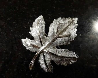 Gorgeous Silver toned Maple Leaf Brooch Hallmarked Coro jewellery jewelry