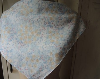 vintage 1970s scarf pastel abstract floral flowers polyester  21 x 22 inches