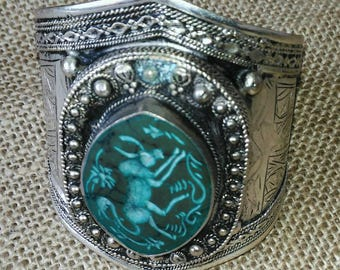 Collectable malachite intaglio cabochon and silver bracelet
