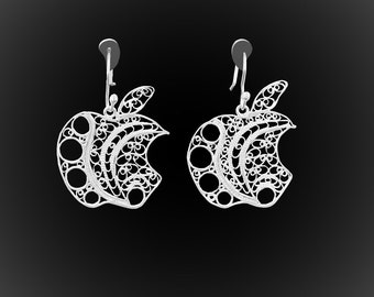 Apple Addict earrings in silver embroidery