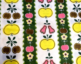 """2.5yds x 36"""" Vintage Kitsch Fabric for Patchwork Quilting 60s 70s"""