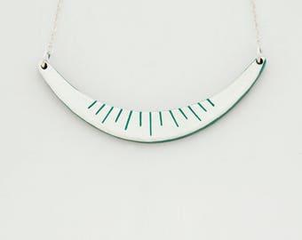 Necklace DAHLIA Emerald - Engraved gold leaf -