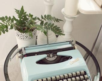 Consul baby blue retro portable working condition typewriter with original case