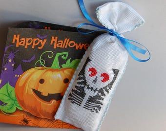 Halloween,cross stitch,ready to ship,handmade,party, kids children,house, decoration, ornament,sweet,skeleton, crazy,scream, bag.new