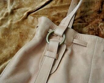 Natural raw soft leather ladies hand bag -  Vintage item: adjustable straps