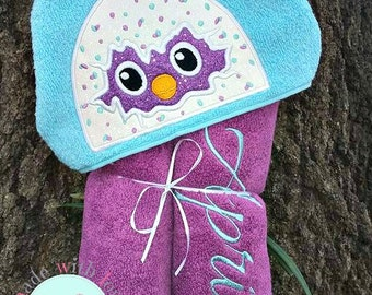 Hatchling Hooded Towel-Egg Hatching Hooded Towel-Hatching Egg Towel-Birthday Gift-Kids Towels-Character Towel