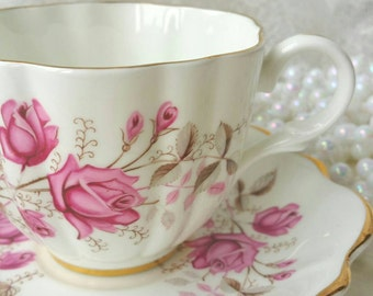 Stunning Vintage Pink Roses KENT Tea Cup and Saucer Made in England / lovely classic Vintage Tea  / Shabby Elegant Teacup Set
