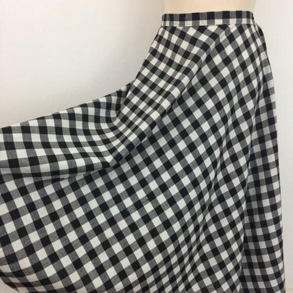 Vintage skirt 1950s style cotton gingham skirt blck and white flared skirt midi length 40s style made in the 1980s high waist monchhrome