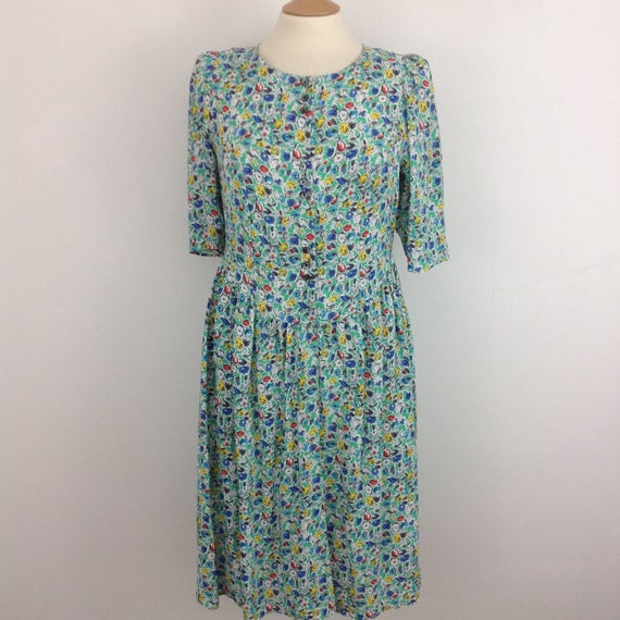 Vintage floral dress flowery print teadress UK 14 80s does 40s re enactor shirtwaister button front dress 1940s wartime WW2
