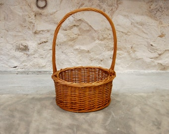 Small basket vintage with wooden beads