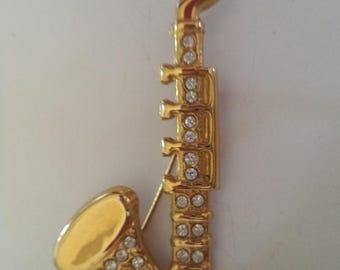 Fabulous Unsigned Vintage Lightweight Goldtone/Rhinestone Saxophone  Brooch/Pin