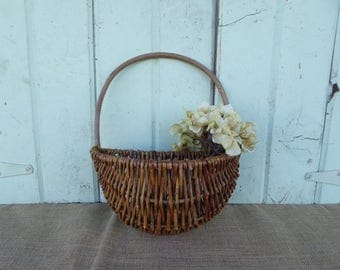 Vintage Primitive Farmhouse Wicker Wall Half Basket ~ Flower Holder Wall Decor ~ Country Farmhouse Rustic ~ Home Decor Fixer Upper