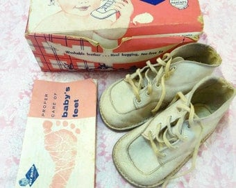 Vintage Wee Walker Baby Shoes Size 3 White High Top in Original Box with Instructions