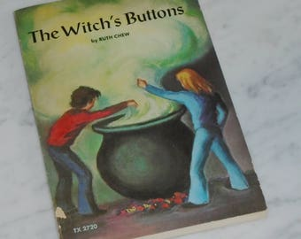 Vintage Ruth Chew SC Book The Witch's Buttons ~ 1974 Scholastic