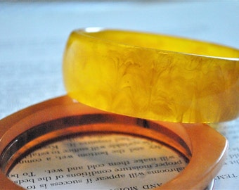 Vintage Yellow Bakelite Bangle - 1940s Bakelite Bracelet