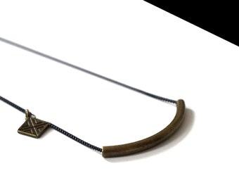 Horn necklace bronze.