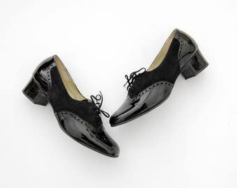 Vintage shoes // black suede and patent  leather wing tip oxfords