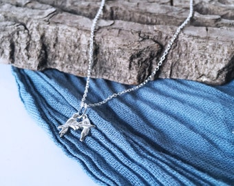 Pretty silver love birds pendant necklace on silver chain with gift box