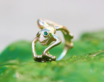 HAND CASTED 14K Yellow Gold Tree Frog Ring with Tsavorite Garnet Eyes