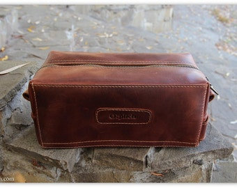 Personalesed Toiletry bag/Leather men's toiletry bag /Travel gift /Cognac leather dopp Kit /Wedding gift for groomsman /FREE Personalization