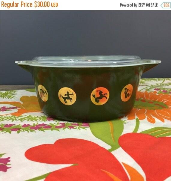 ON SALE Pyrex Green Zodiac 475, Round Cinderella Dish, Collectible Vintage Pyrex, Retro Kitchen Decor, 1961 Holiday Promotional