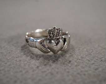 vintage sterling silver Irish Celtic Claddagh band ring, size 6   M1