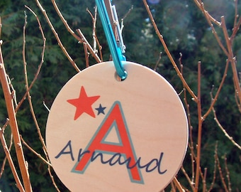 Personalized wood tag for bags, school, day care, preschool, travel, made in Quebec, Canada made of wood