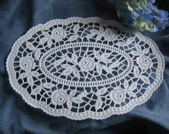 """15 pcs OVAL 7"""" German Floral Paper LACE DOILY White  Delicate Imported Retired"""