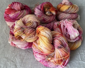 hand-dyed BFL yarn, made from natural raw materials, high-twist, speckled 5