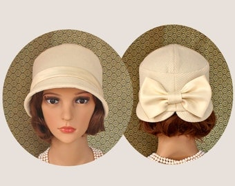 Pretty cream cloche hat with bow on the back, 1920s hat, Great Gatsby hat, Downton abbey hat, flapper hat, 1920s wedding, 1920s bridal hat