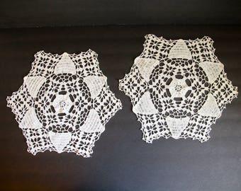 2 VINTAGE CROCHETED DOILIES Handmade White Circle Hexagon Cotton Linens Table Wedding Shower Snowflake Winter Doily Crochet Set Pair Kc5