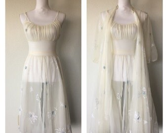 Midnight in Paris 1960s Floral Embroidery Nightgown Set