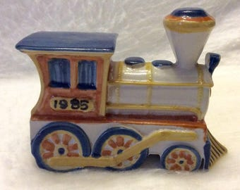 Louisville stoneware train engine figurine 1985. Free shipping to US