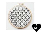 Daisy Embroidery Kit, Modern Blackwork, DIY Gift Idea, Hand Embroidery Kit, Flower Blackwork, Floral Embroidery Kit, Blackwork Embroidery