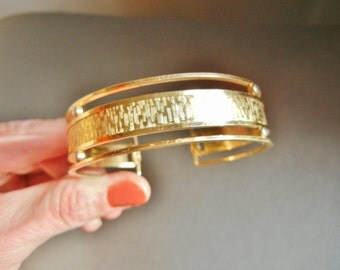 Krementz gold bracelet, vintage Krementz gold bangle, Krementz brushed gold bangle, krementz 14K Gold plated bangle, gold textured bangle