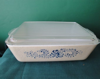 Vintage Pyrex Homestead Refrigerator Baking/Casserole Dish With Lid, 1 1/2 Quart Ovenware