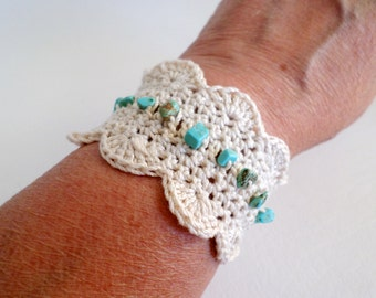 7 inch 18 cm Fabric Cuff, Off White Crochet Bracelet w Scalloped Edge, Wood Button and Turquoise Magnesite Chips, Boho Jewelry, ID 502595747