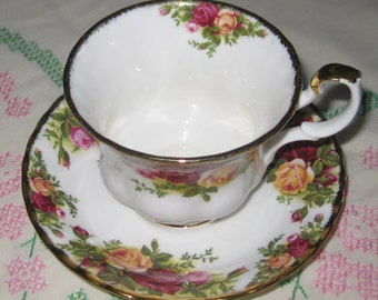 ROYAL ALBERT English Old Country Roses cup and saucer