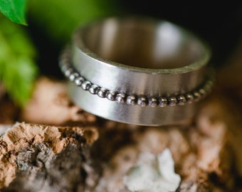 Silver ring with beads ring