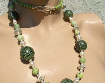 Snake skin NECKLACE Freshwater Pearl White matte green SERPENTINE beads Africa