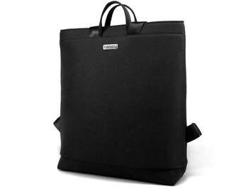 Black laptop bag with light inside. Straps made of recycled seatbelt. 2 inside pockets + 1 outside pocket. MODEL: BOOGIE L