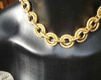Splendid golden necklace CELINE