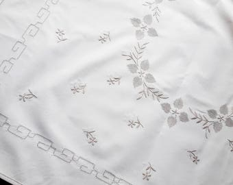 Vintage beige embroidered tablecloth 144 cm x 97 cm / 56.7 inch x 38.2 inch