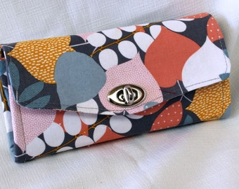 Overlapping Leaves Clutch Wallet