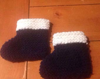 Two tone Baby booties, Newborn booties, knit, baby slippers, stay on baby booties, baby shoes,