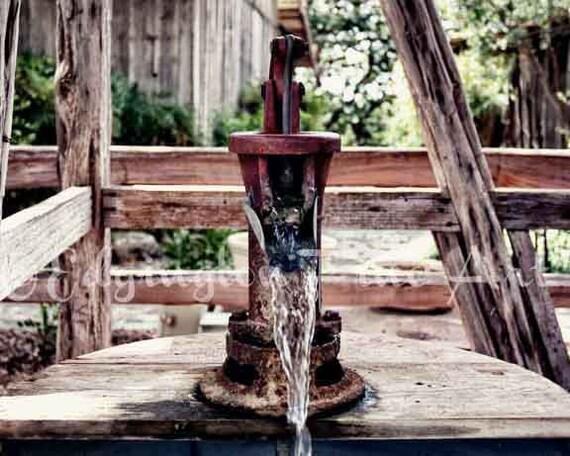 Wasser Pumpe Foto Badezimmer Dekor rustikale von EdgingtonFineArt