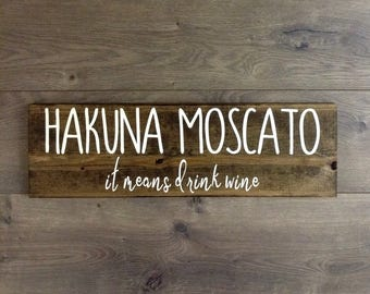 Hakuna moscato wine wooden sign|wine signs|wine decor|wine lover|kitchen decor|kitchen sign|bar decor|bar cart|wine gift|housewarming gift