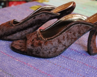 NOS Never Worn Vintage Lady Like Rich Brown Crushed Velvet Open Toe Shoes - Size 9
