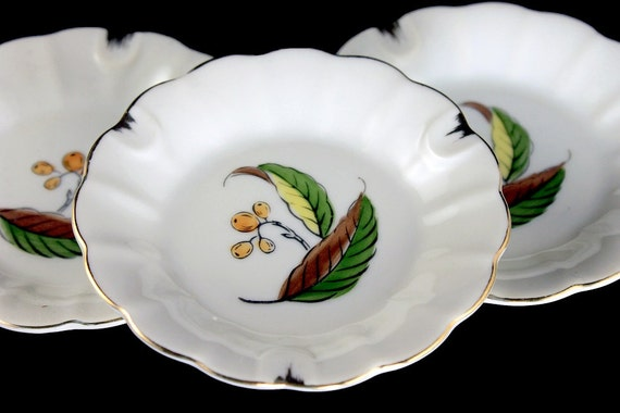 Small Porcelain Ashtrays, Set of 3, Ladies Ashtrays, Hand Painted, Leaf and Berry Pattern, Gold Trimmed, Made in Japan